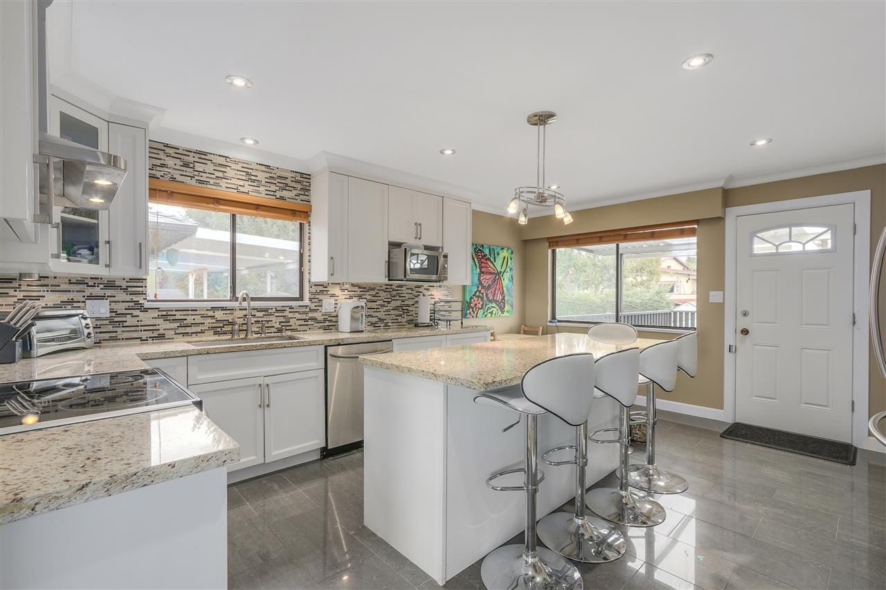 Photo 7: Photos: 6920 HYCREST Drive in Burnaby: Montecito House for sale (Burnaby North)  : MLS®# R2165155