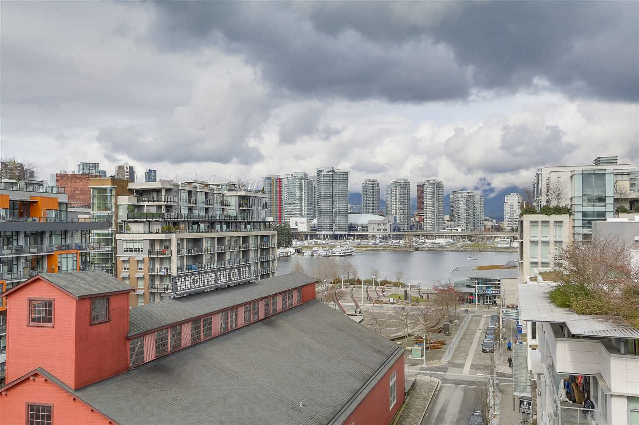 """Main Photo: 907 88 W 1ST Avenue in Vancouver: False Creek Condo for sale in """"PINNACLE LIVING AT FALSE CREEK"""" (Vancouver West)  : MLS®# R2247986"""