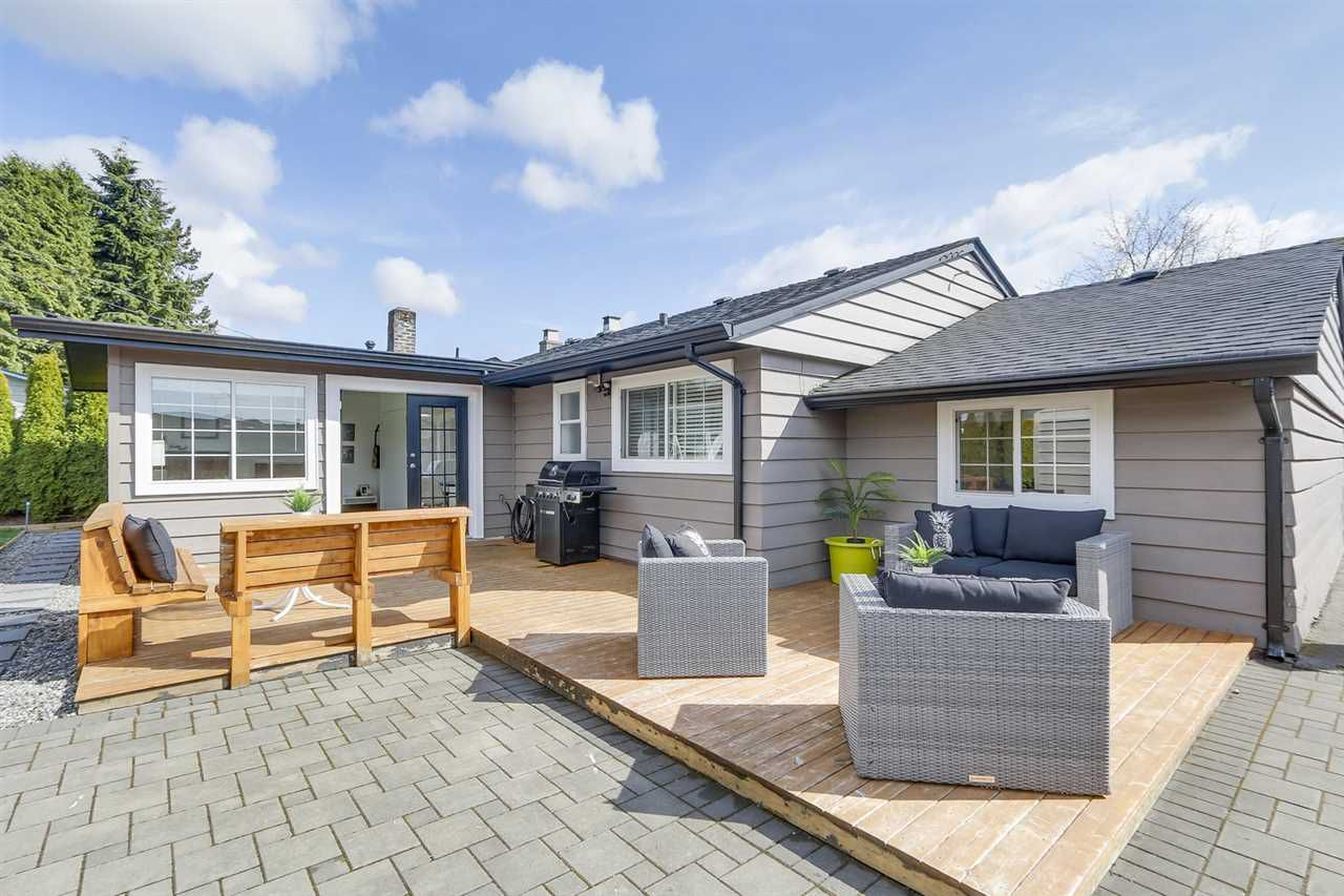 Main Photo: 1606 SOWDEN Street in North Vancouver: Norgate House for sale : MLS®# R2255008