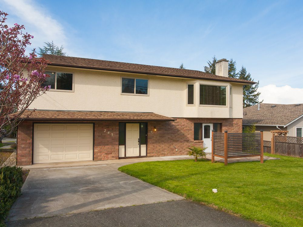 Main Photo: 243 Moss Ave in Parksville: House for sale : MLS®# 389769