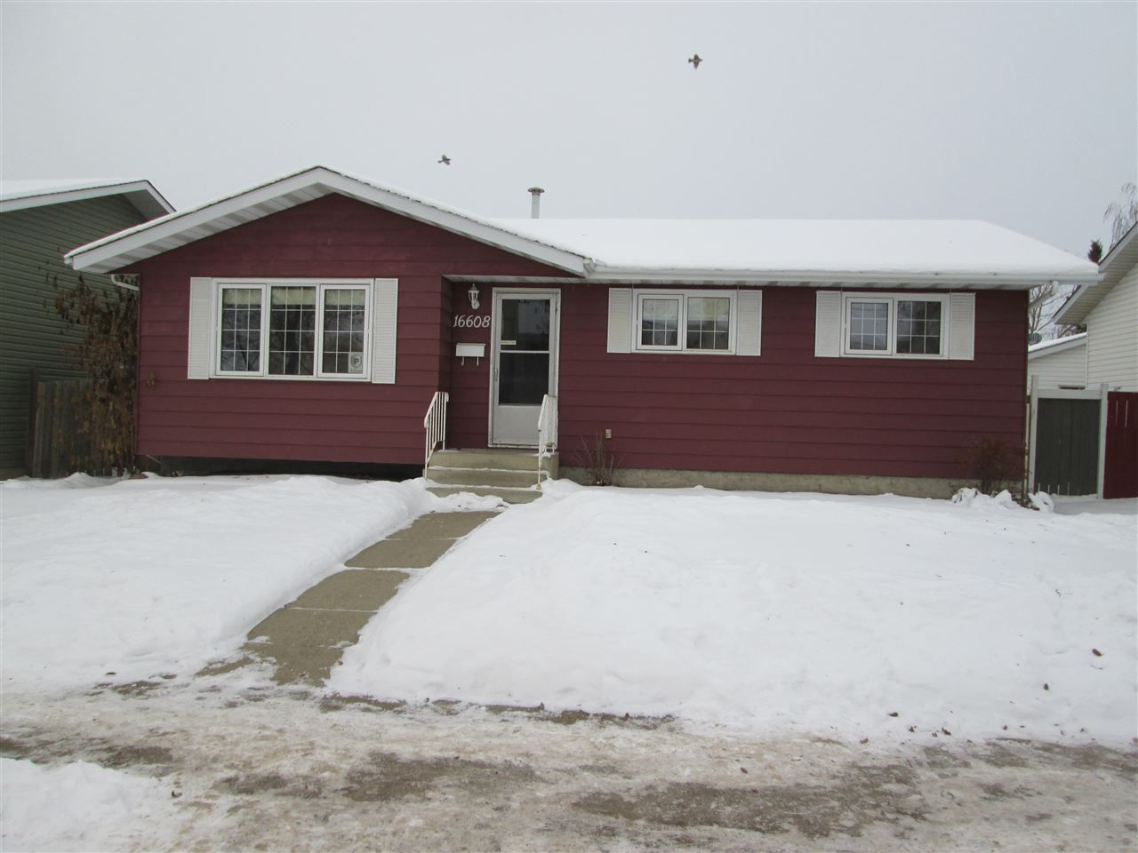 Main Photo: 16608 100 Street in Edmonton: Zone 27 House for sale : MLS®# E4138042