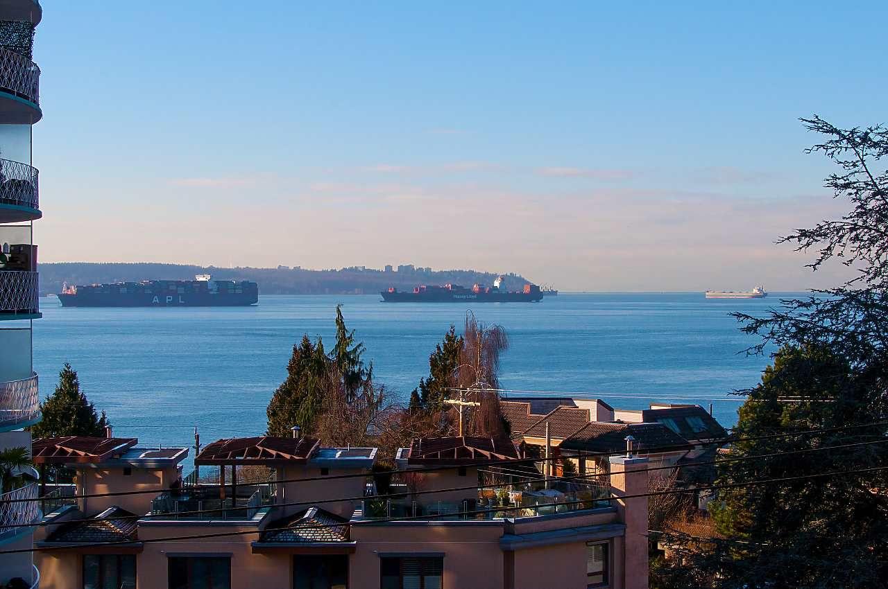 "Main Photo: 502 2167 BELLEVUE Avenue in West Vancouver: Dundarave Condo for sale in ""VANDEMAR WEST"" : MLS®# R2338886"
