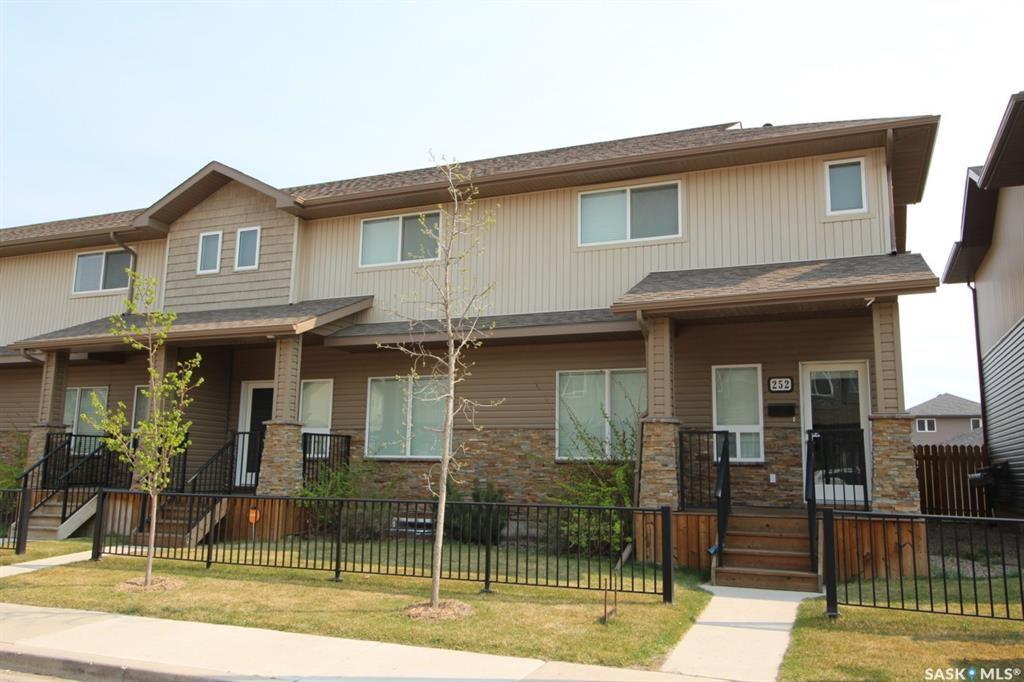 Main Photo: 252 Willowgrove Lane in Saskatoon: Willowgrove Residential for sale : MLS®# SK759029