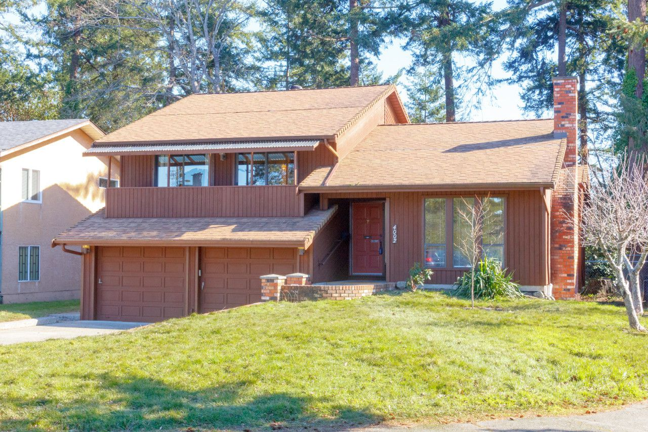 Main Photo: 4002 Dawnview Crescent in VICTORIA: SE Arbutus Single Family Detached for sale (Saanich East)  : MLS®# 406415