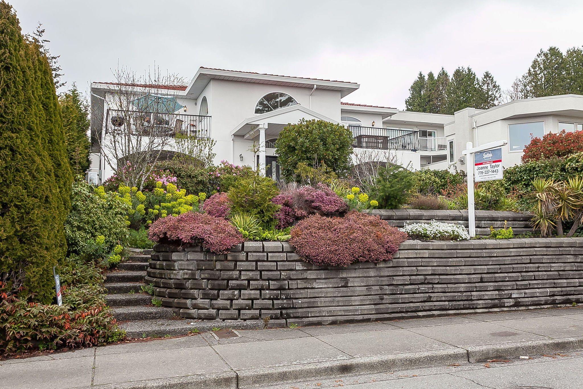 "Main Photo: 15423 BUENA VISTA Avenue: White Rock House for sale in ""CENTRAL WHITE ROCK"" (South Surrey White Rock)  : MLS®# R2356324"