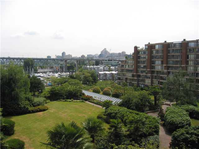 """Main Photo: 304 1450 PENNYFARTHING Drive in Vancouver: False Creek Condo for sale in """"HARBOUR COVE"""" (Vancouver West)  : MLS®# V874456"""