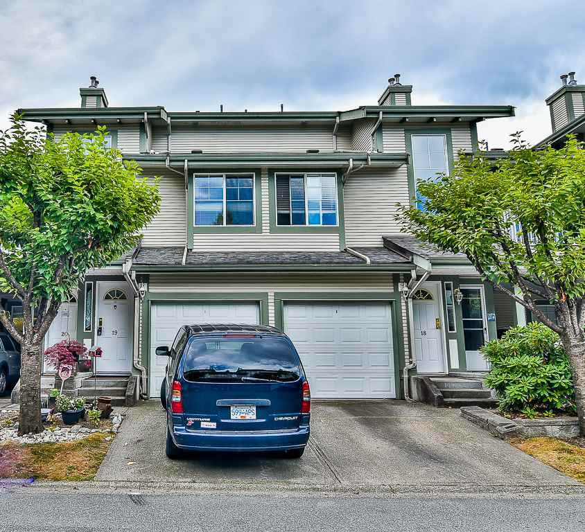 "Main Photo: 19 8892 208 Street in Langley: Walnut Grove Townhouse for sale in ""Hunter's Run"" : MLS®# R2183527"