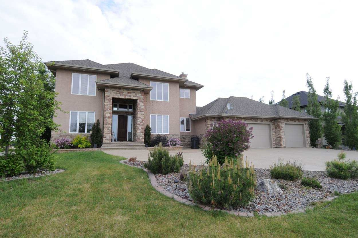 Main Photo: 547 MANOR POINTE Court: Rural Sturgeon County House for sale : MLS®# E4138568