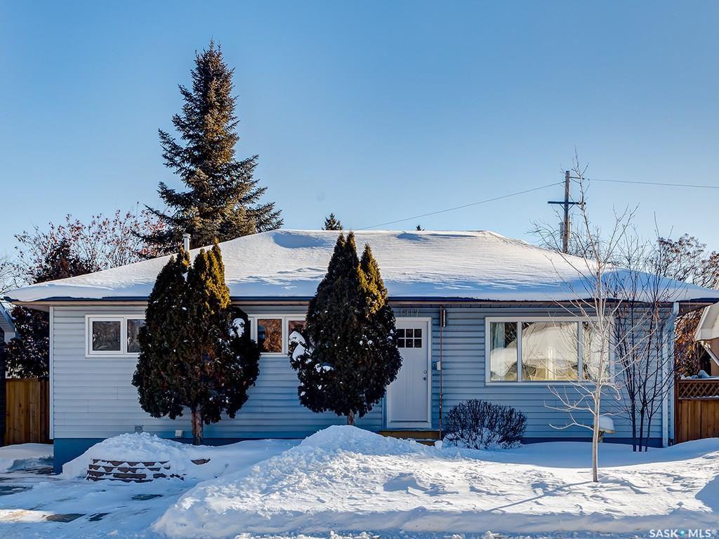Main Photo: 1917 Louise Avenue in Saskatoon: Holliston Residential for sale : MLS®# SK760375
