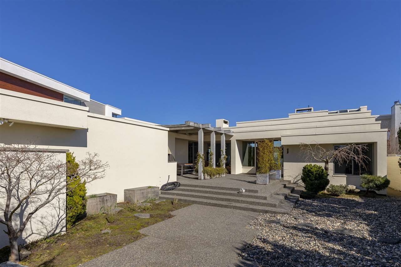 526 Centennial Parkway, Tsawwassen - Sun drenched private Japanese Zen garden for peace and tranquility