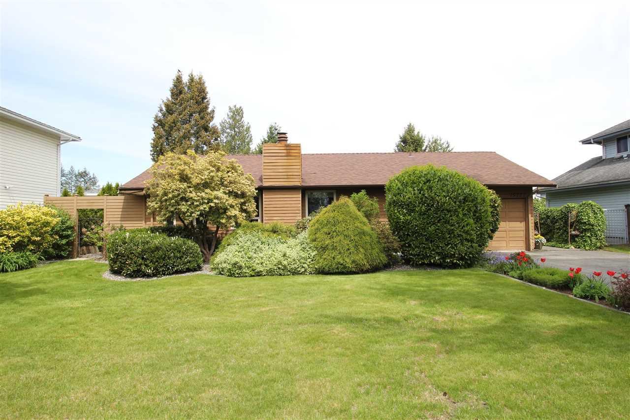 "Main Photo: 15727 88 Avenue in Surrey: Fleetwood Tynehead House for sale in ""Fleetwood"" : MLS®# R2366898"