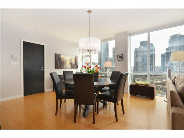 """Main Photo: # 704 1455 HOWE ST in Vancouver: Yaletown Condo for sale in """"POMARIA"""" (Vancouver West)  : MLS®# V1010474"""