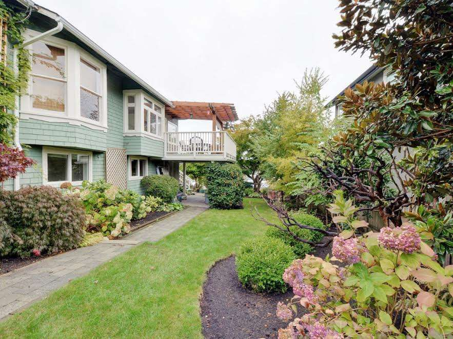 Main Photo: 728 E 7TH Street in North Vancouver: Queensbury House for sale : MLS®# R2114157