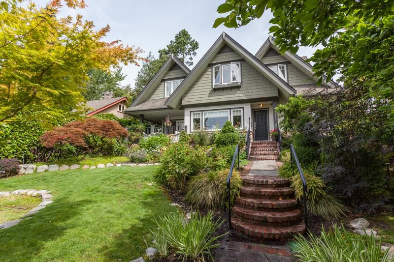 Main Photo: 1847 DUCHESS Avenue in West Vancouver: Ambleside House for sale : MLS®# R2190872