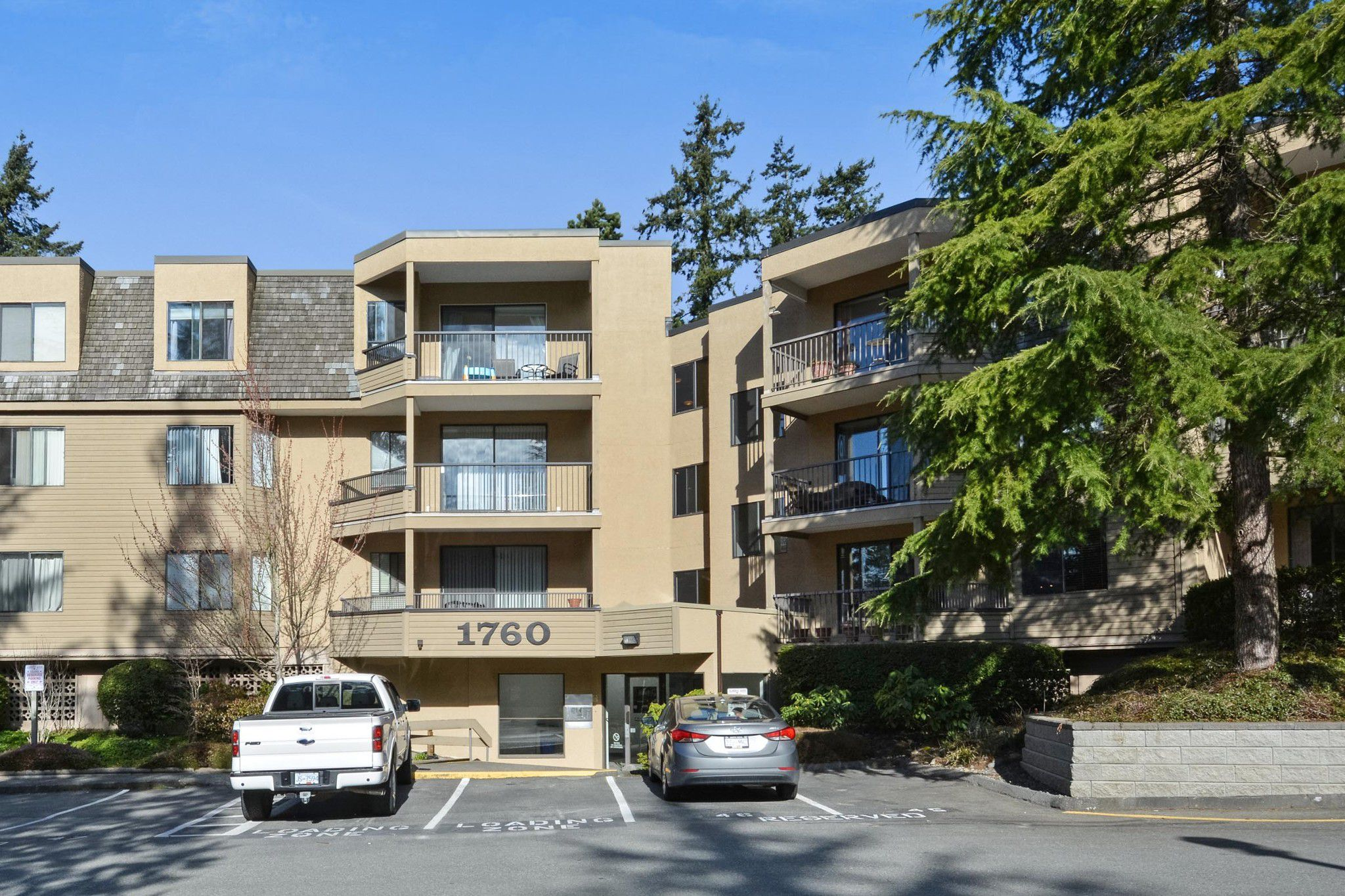 """Main Photo: 115 1760 SOUTHMERE Crescent in Surrey: Sunnyside Park Surrey Condo for sale in """"CAPSTAN WAY"""" (South Surrey White Rock)  : MLS®# R2248455"""