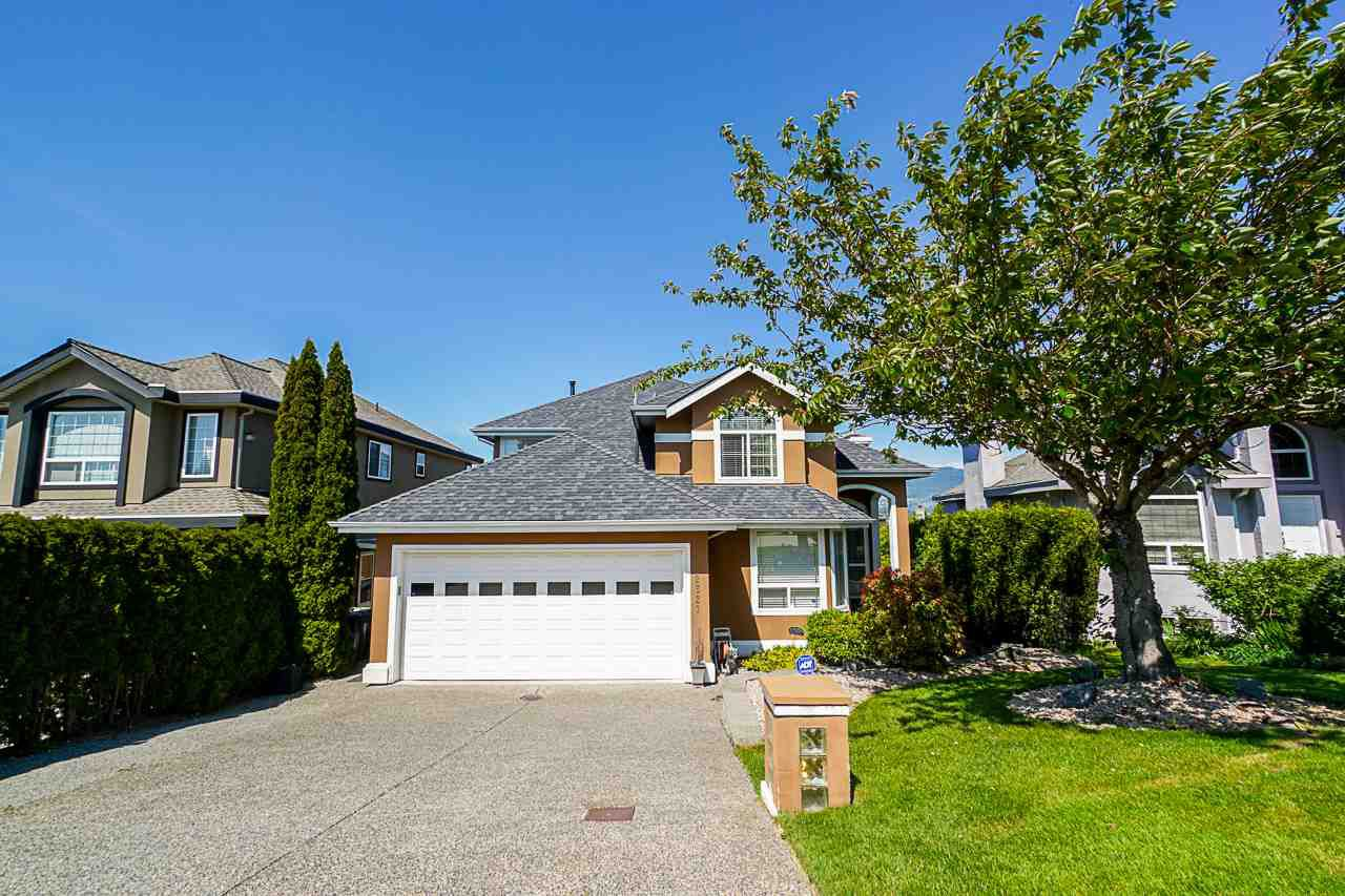 """Main Photo: 2627 FORTRESS Drive in Port Coquitlam: Citadel PQ House for sale in """"CITADEL HEIGHTS"""" : MLS®# R2370223"""