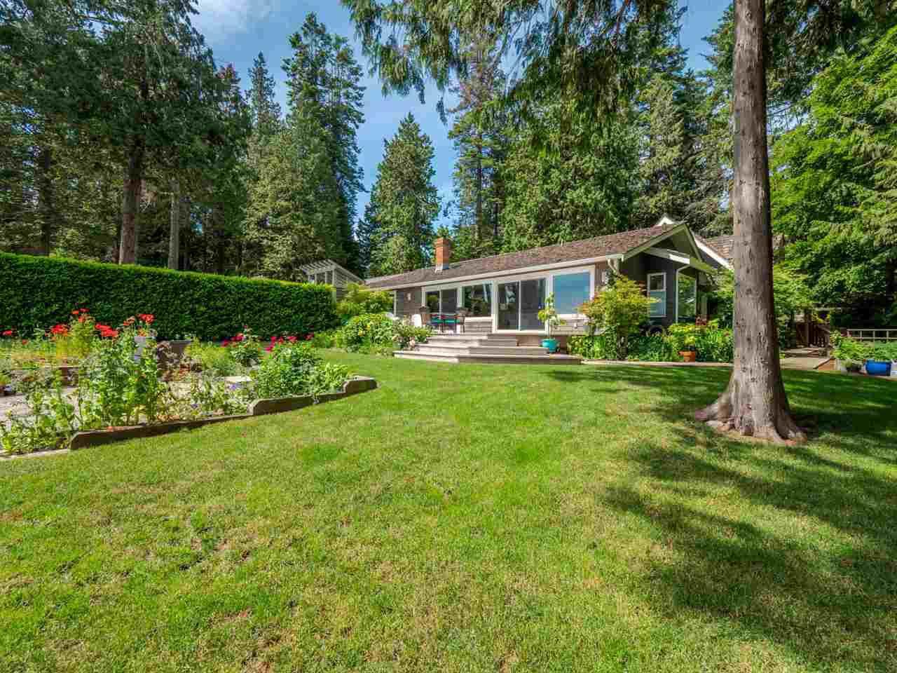 Main Photo: 7649 EUREKA Place in Halfmoon Bay: Halfmn Bay Secret Cv Redroofs House for sale (Sunshine Coast)  : MLS®# R2377267