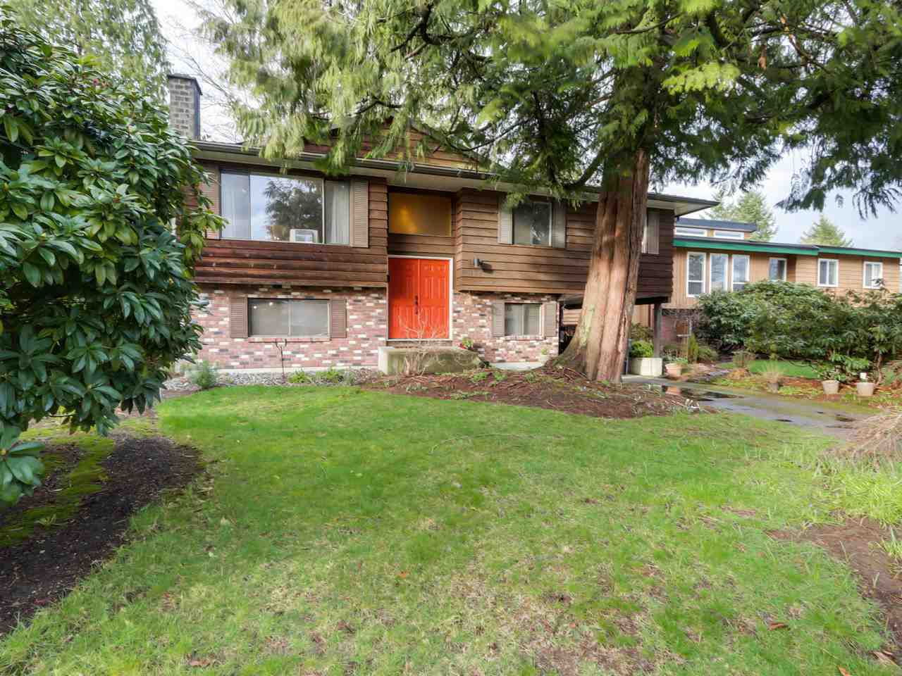 "Main Photo: 927 CORNWALL Place in Port Coquitlam: Lincoln Park PQ House for sale in ""LINCOLN PARK"" : MLS®# R2045430"