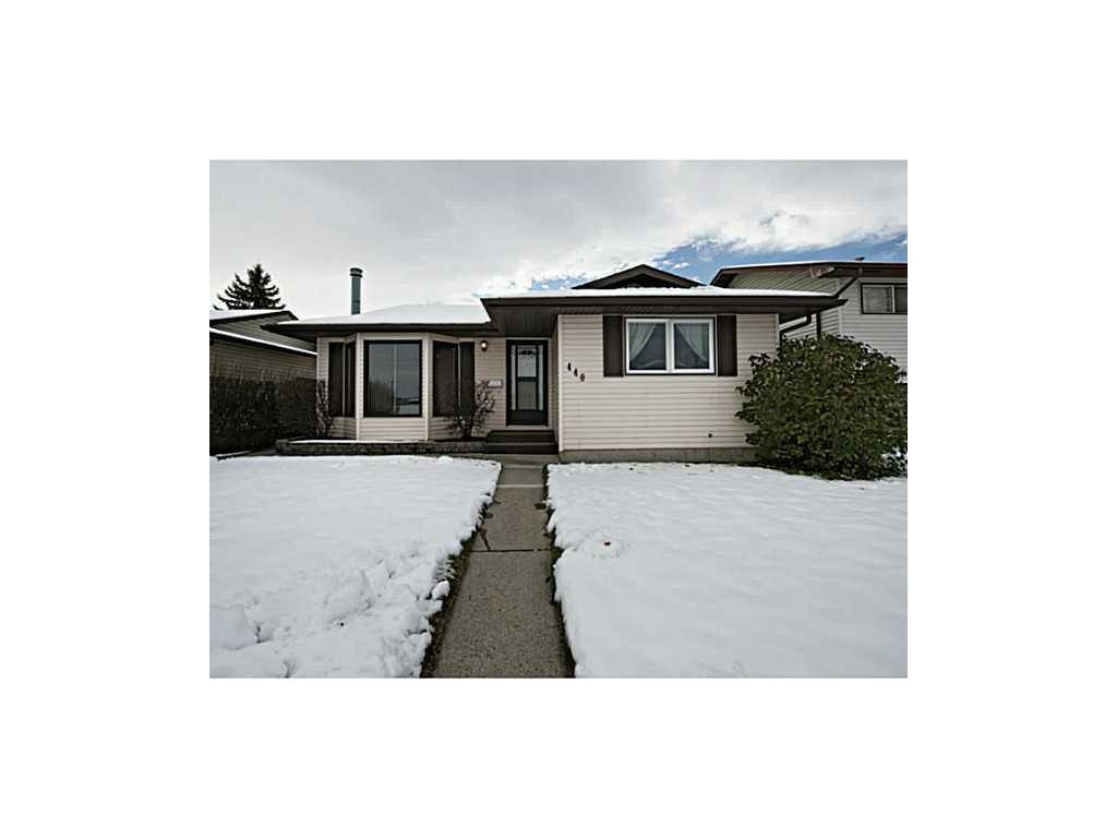 Main Photo: 440 Whiteland Drive NE in Calgary: Whitehorn House for sale : MLS®# C3642522