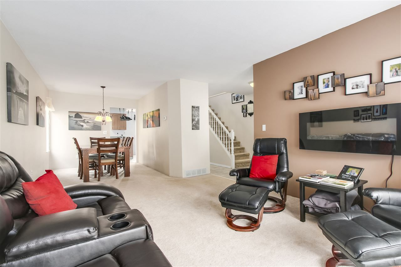 Photo 3: Photos: 115 WARRICK Street in Coquitlam: Cape Horn House for sale : MLS®# R2194175