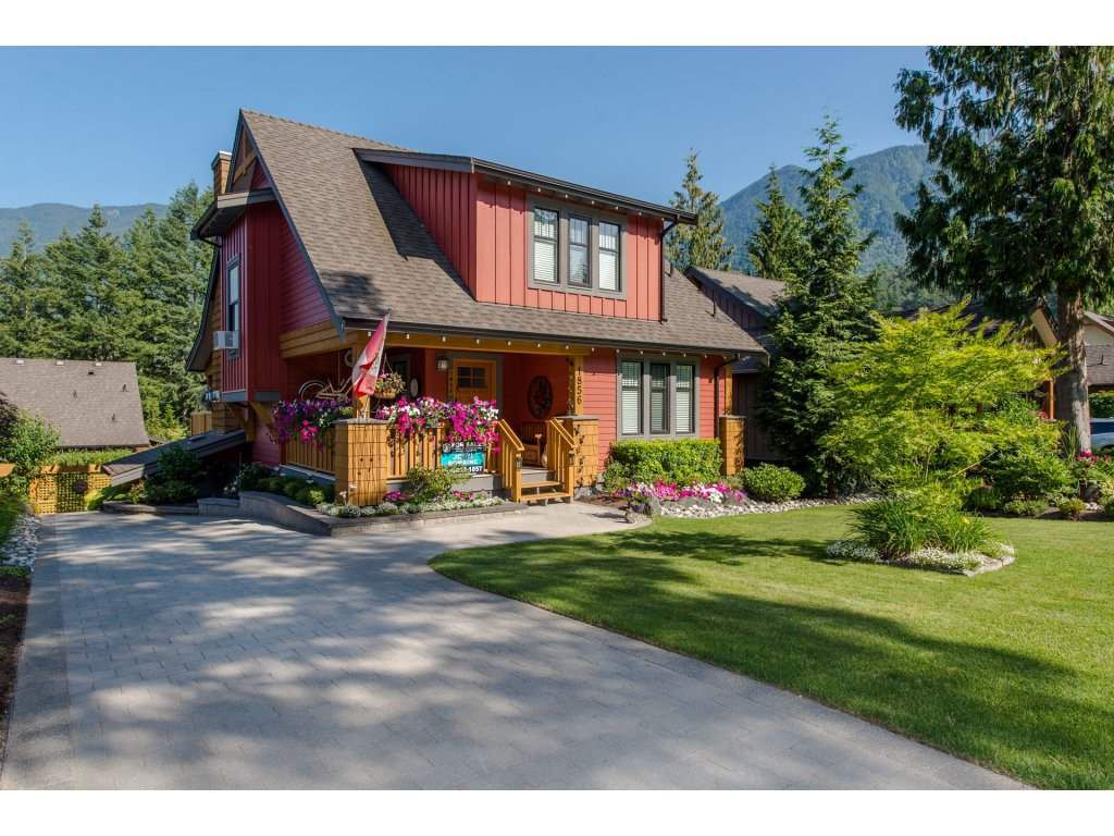 """Main Photo: 1856 HUCKLEBERRY Bend in Cultus Lake: Lindell Beach House for sale in """"COTTAGES AT CULTUS LAKE"""" : MLS®# R2293846"""