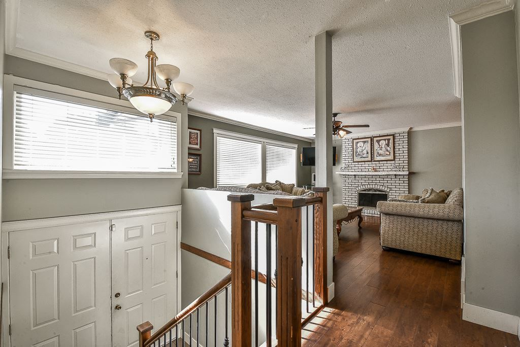 Main Photo: 3170 ROYAL Court in Abbotsford: Abbotsford West House for sale : MLS®# R2321523