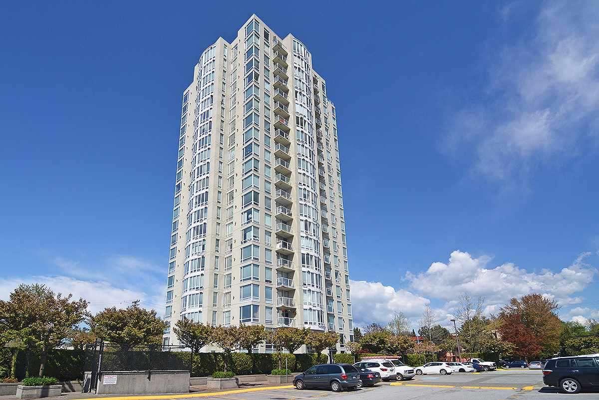 """Main Photo: 403 14820 104 Avenue in Surrey: Guildford Condo for sale in """"CAMELOT"""" (North Surrey)  : MLS®# R2370259"""