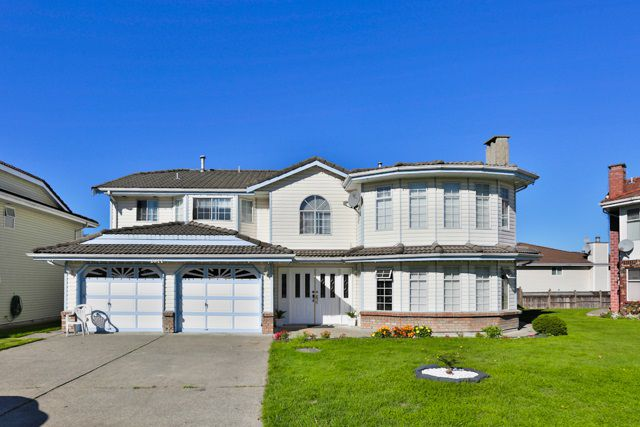 Main Photo: 7077 123B Street in Surrey: West Newton House for sale : MLS®# R2004568