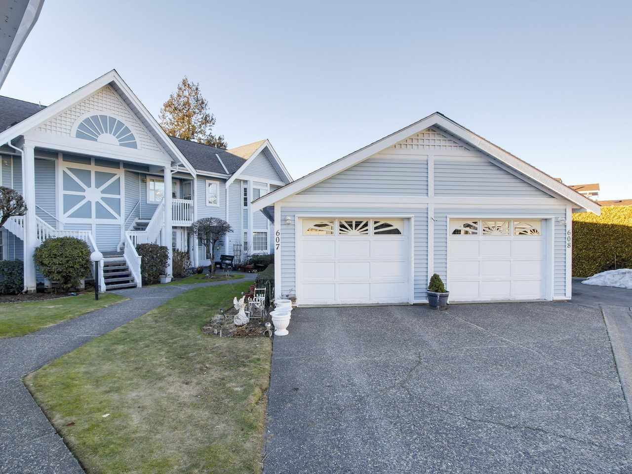"Main Photo: 608 9131 154 Street in Surrey: Fleetwood Tynehead Townhouse for sale in ""Lexington Square"" : MLS®# R2136755"