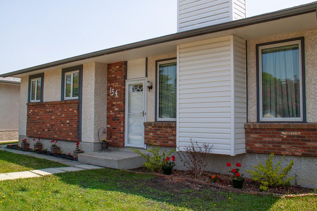 Main Photo: 154 Brentford Road in Winnipeg: Meadowood Residential for sale (2E)  : MLS®# 1910685