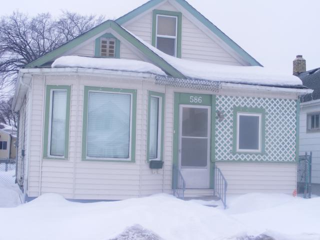 Main Photo: 586 CASTLE Avenue in WINNIPEG: East Kildonan Residential for sale (North East Winnipeg)  : MLS®# 1104183