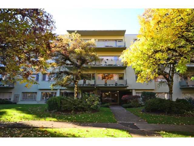 "Main Photo: 208 5475 VINE Street in Vancouver: Kerrisdale Condo for sale in ""VINECREST MANOR LTD"" (Vancouver West)  : MLS®# V1034662"