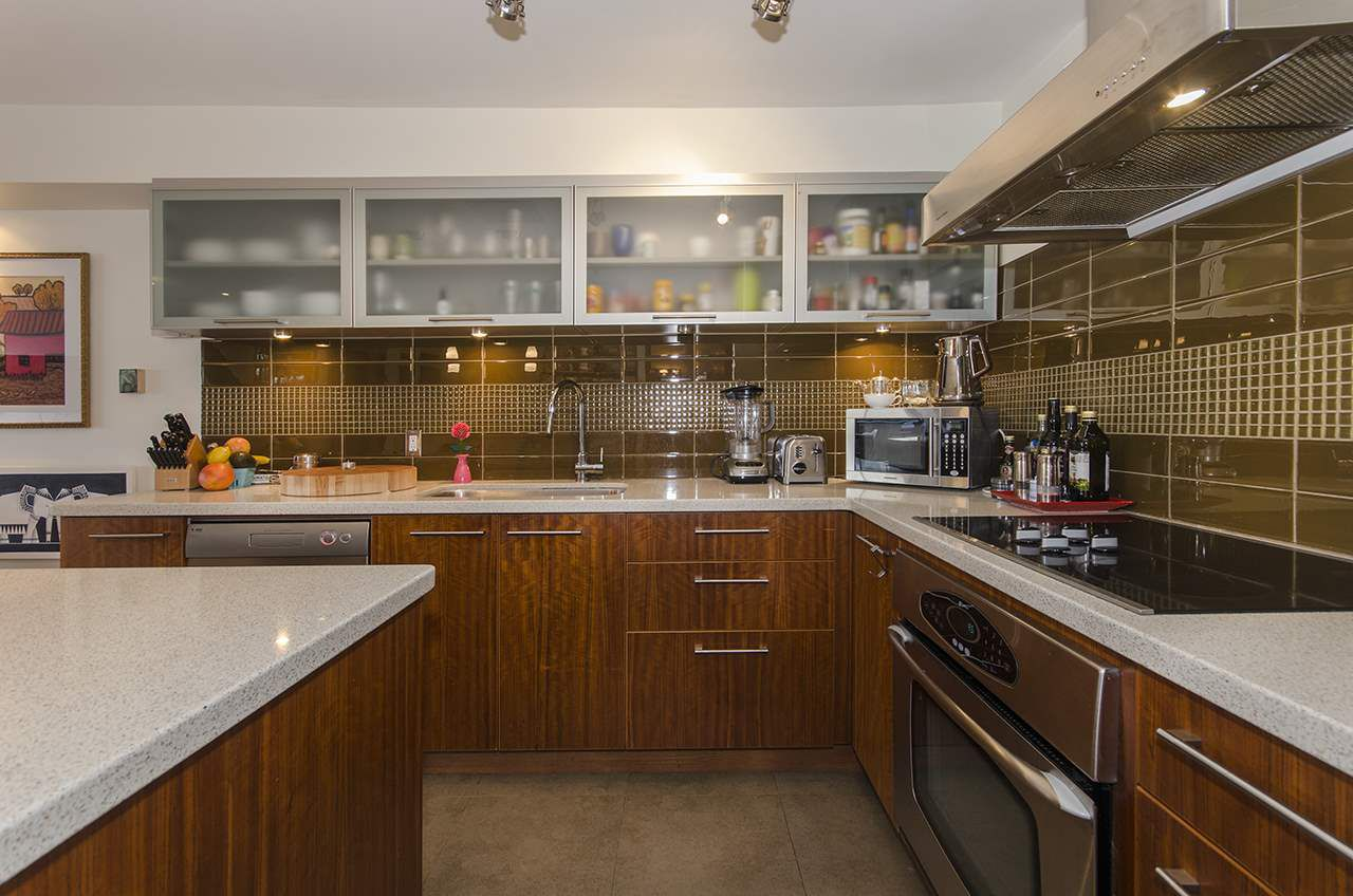 """Main Photo: 101 1512 YEW Street in Vancouver: Kitsilano Condo for sale in """"Beachcomber"""" (Vancouver West)  : MLS®# R2025585"""