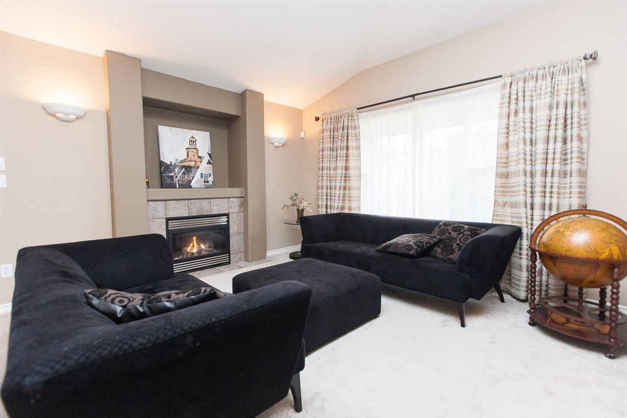 "Photo 3: Photos: 23724 114A Avenue in Maple Ridge: Cottonwood MR House for sale in ""GILKER HILL ESTATES"" : MLS®# R2049062"