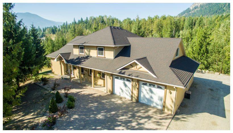 Main Photo: 1575 Recline Ridge Road in Tappen: Recline Ridge House for sale : MLS®# 10157709