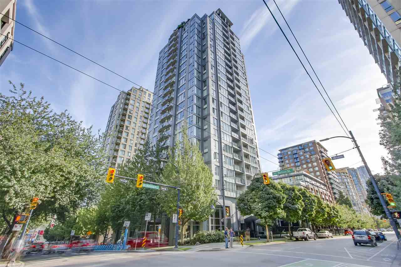"Main Photo: 1002 1010 RICHARDS Street in Vancouver: Yaletown Condo for sale in ""THE GALLERY"" (Vancouver West)  : MLS®# R2208640"