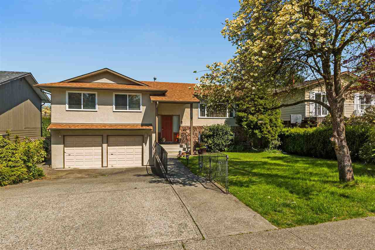 Located in the Chilcotin neighbourhood. Easy walking to schools and parks, very quiet street! On the west side of Maple Ridge, super easy access to shops, services and commuter routes. All the big ticket items taken care off. Roof just four years young!