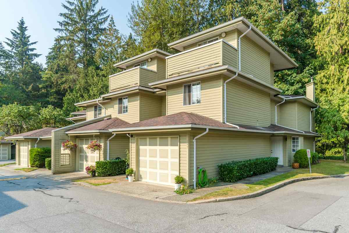 "Main Photo: 107 1386 LINCOLN Drive in Port Coquitlam: Oxford Heights Townhouse for sale in ""MOUNTAIN PARK VILLAGE"" : MLS®# R2306421"