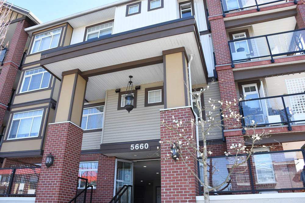 """Main Photo: 139 5660 201A Street in Langley: Langley City Condo for sale in """"PADDINGTON STATION"""" : MLS®# R2353754"""