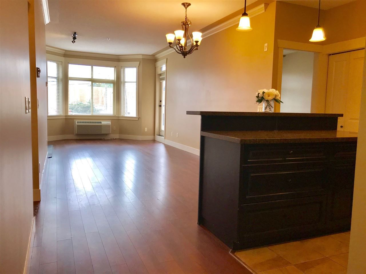 Photo 2: Photos: 110 45893 CHESTERFIELD Avenue in Chilliwack: Chilliwack W Young-Well Condo for sale : MLS®# R2358938