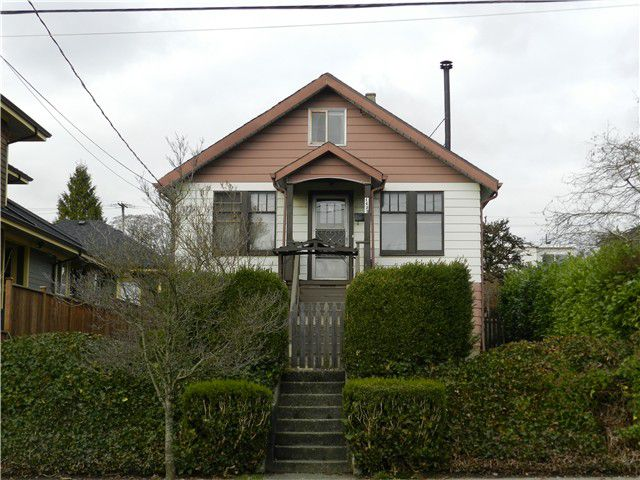 Main Photo: 1423 EDINBURGH Street in New Westminster: West End NW House for sale : MLS®# V990447