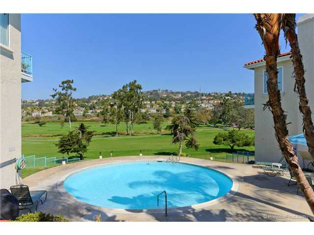 Main Photo: LA COSTA Townhome for sale : 3 bedrooms : 2528 NAVARRA Drive #B in CARLSBAD