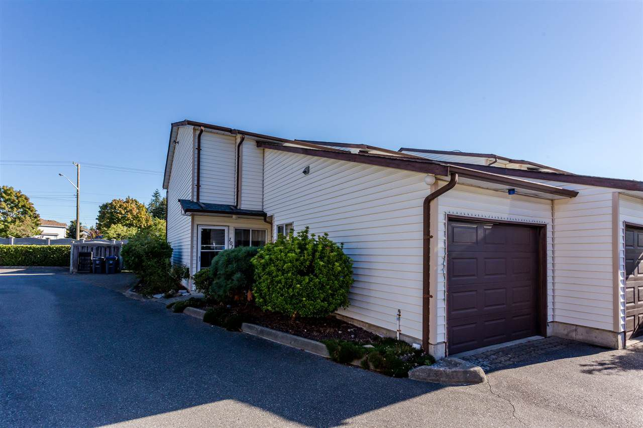 "Main Photo: 101 15529 87A Avenue in Surrey: Fleetwood Tynehead Townhouse for sale in ""Evergreen Estates"" : MLS®# R2110362"
