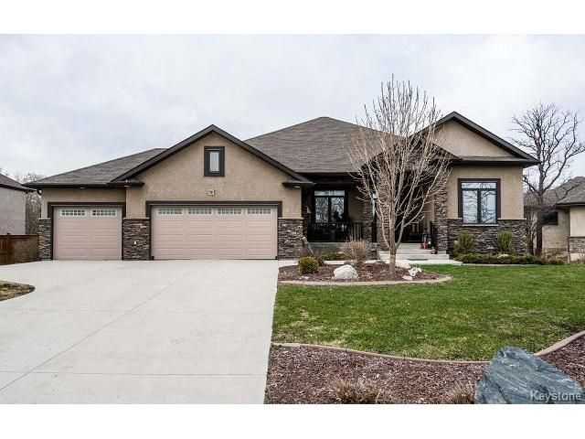 Main Photo: 39 Four Oaks Cove in Winnipeg: The Oaks Residential for sale (5W)  : MLS®# 1710036
