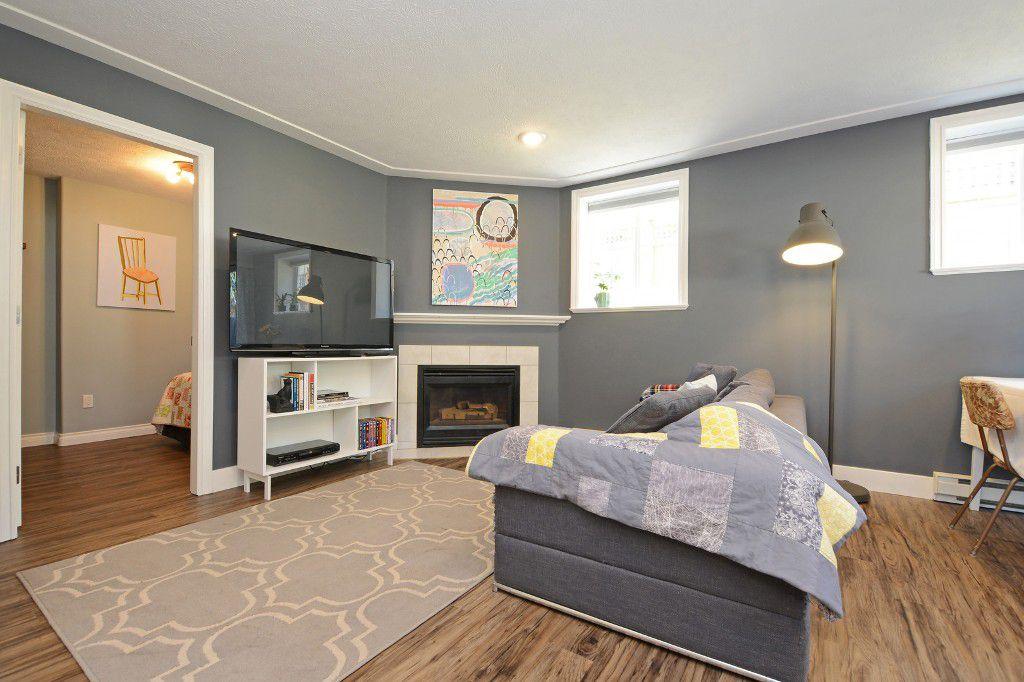 Main Photo: B 2128 Weiler Avenue in SIDNEY: Si Sidney South-West Strata Duplex Unit for sale (Sidney)  : MLS®# 382356