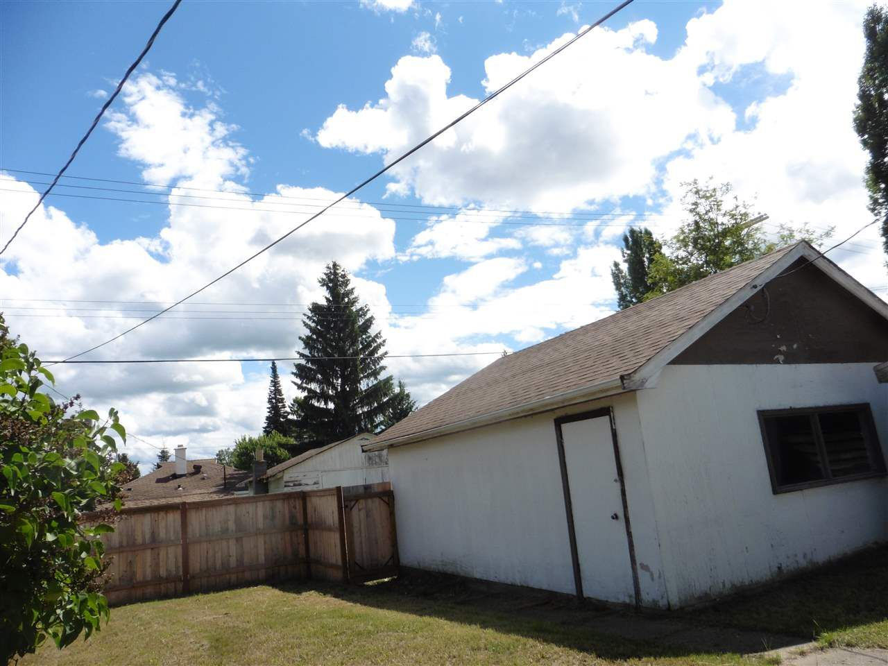 "Photo 3: Photos: 948 DOUGLAS Street in Prince George: Central House for sale in ""CENTRAL"" (PG City Central (Zone 72))  : MLS®# R2092719"