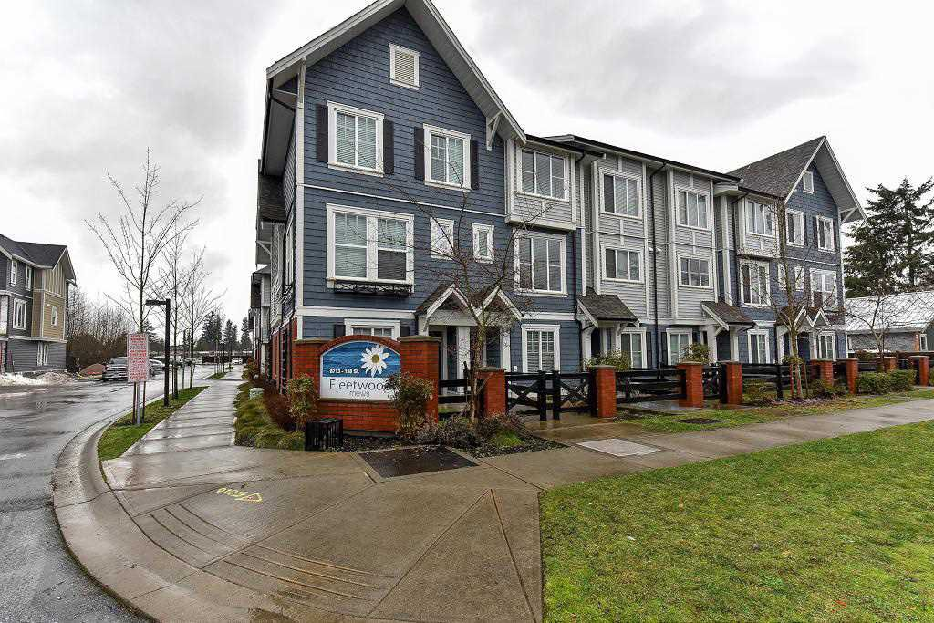 "Main Photo: 2 8713 158 Street in Surrey: Fleetwood Tynehead Townhouse for sale in ""FLEETWOOD MEWS"" : MLS®# R2133989"