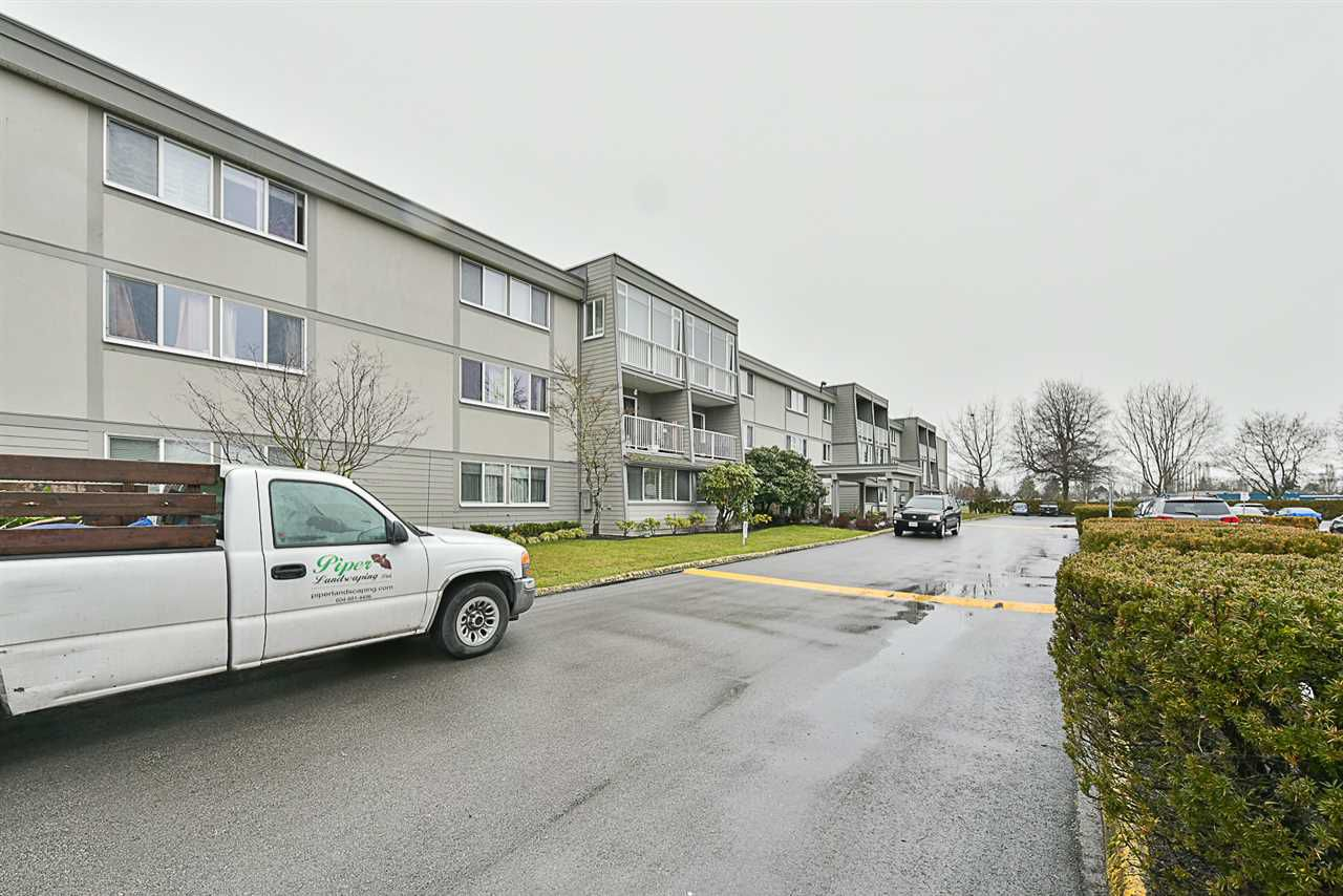 "Main Photo: 304 3451 SPRINGFIELD Drive in Richmond: Steveston North Condo for sale in ""ADMIRAL COURT"" : MLS®# R2144171"