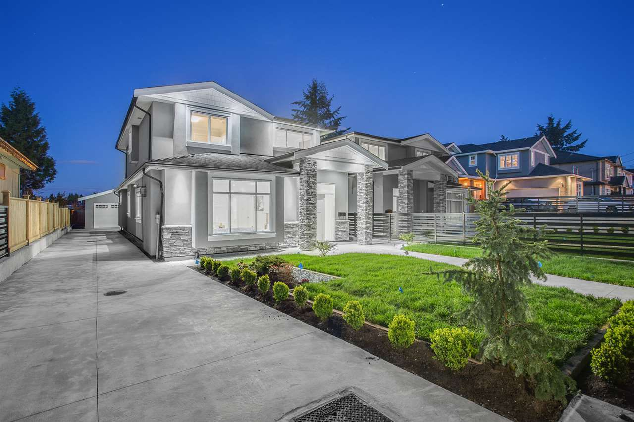 Main Photo: 6270 ROYAL OAK Avenue in Burnaby: Forest Glen BS House 1/2 Duplex for sale (Burnaby South)  : MLS®# R2166147