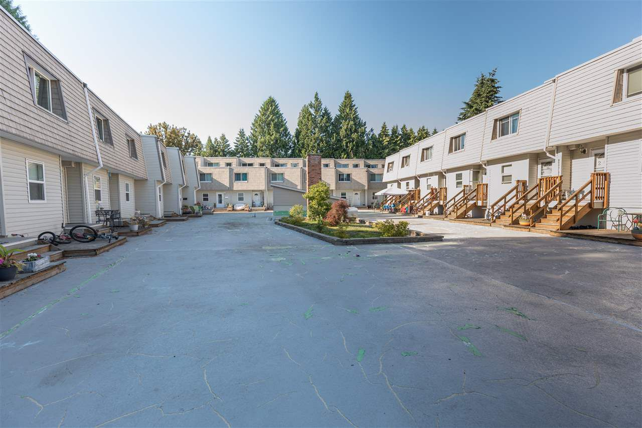 """Main Photo: 8 33293 E BOURQUIN Crescent in Abbotsford: Central Abbotsford Townhouse for sale in """"Brighton Court"""" : MLS®# R2280966"""